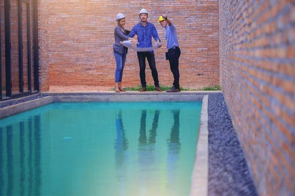 Réduire les coûts de la construction d'une piscine